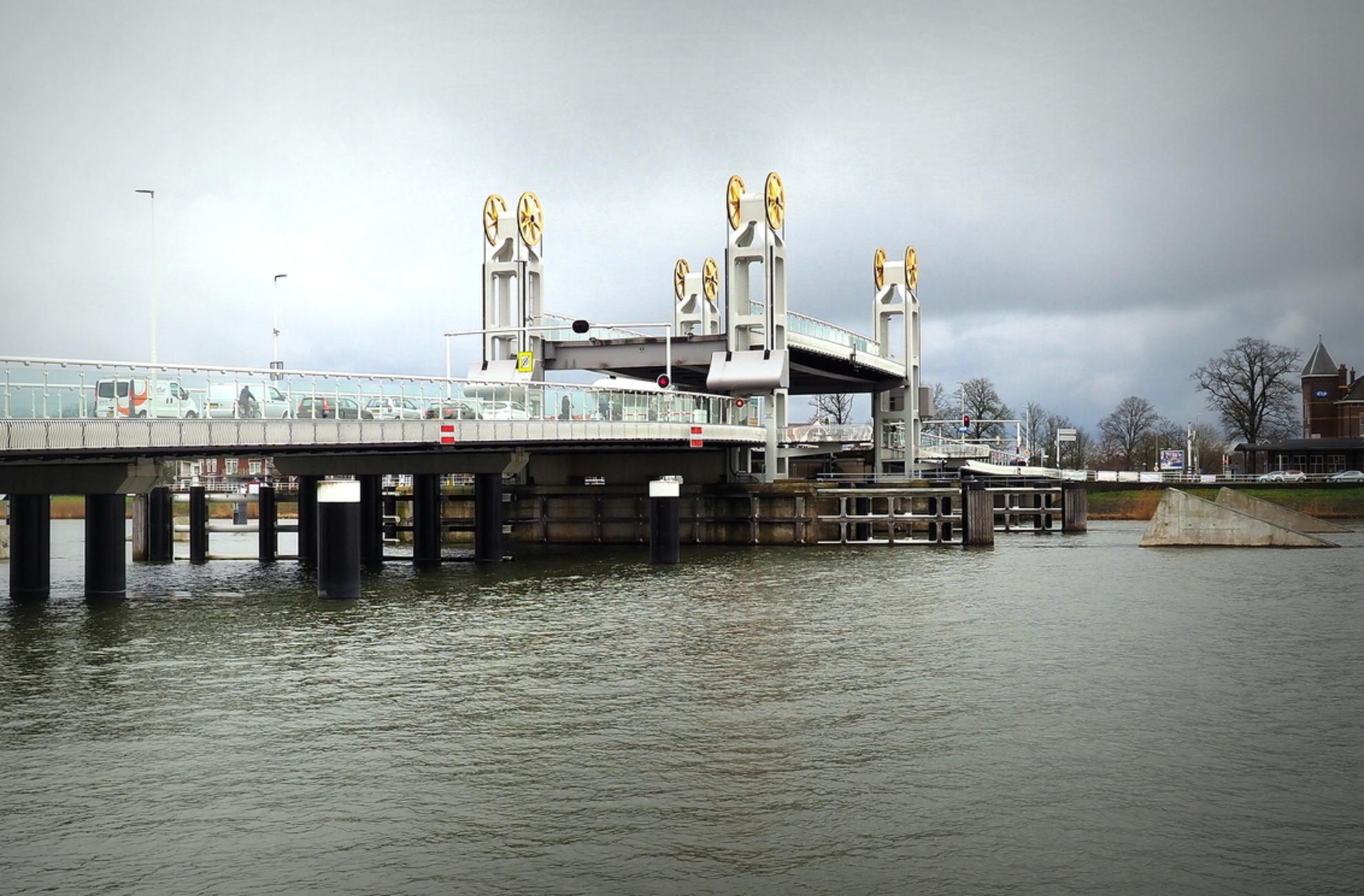 Kampen - Gouden Wielen - foto door pietsnoeier op 06-04-2021 - deze foto bevat: architectuur, kunst, brug, kampen