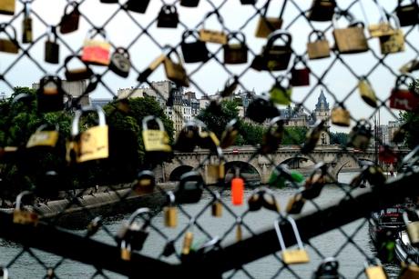 Door de sloten de Seine niet meer zien...