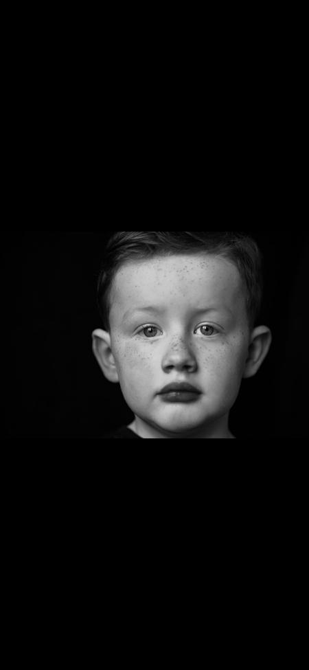 Zoon - Portret zoon - foto door Tamara-88 op 14-04-2021 - deze foto bevat: neus, wang, wenkbrauw, menselijk lichaam, flitsfotografie, kaak, nek, iris, venster, kunst