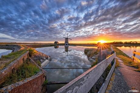 Molen het Noorden tijdens zonsondergang.