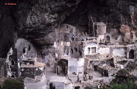 vervallen klooster complex T c 086w