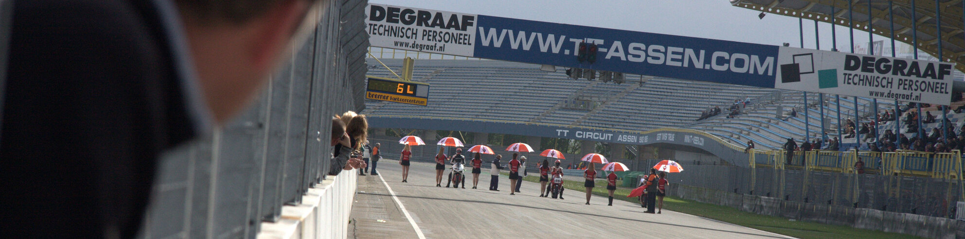 Assen - Ducati clubrace Assen - foto door Senf op 14-05-2009 - deze foto bevat: motor, circuit, ducati, assen, start, finish, pits