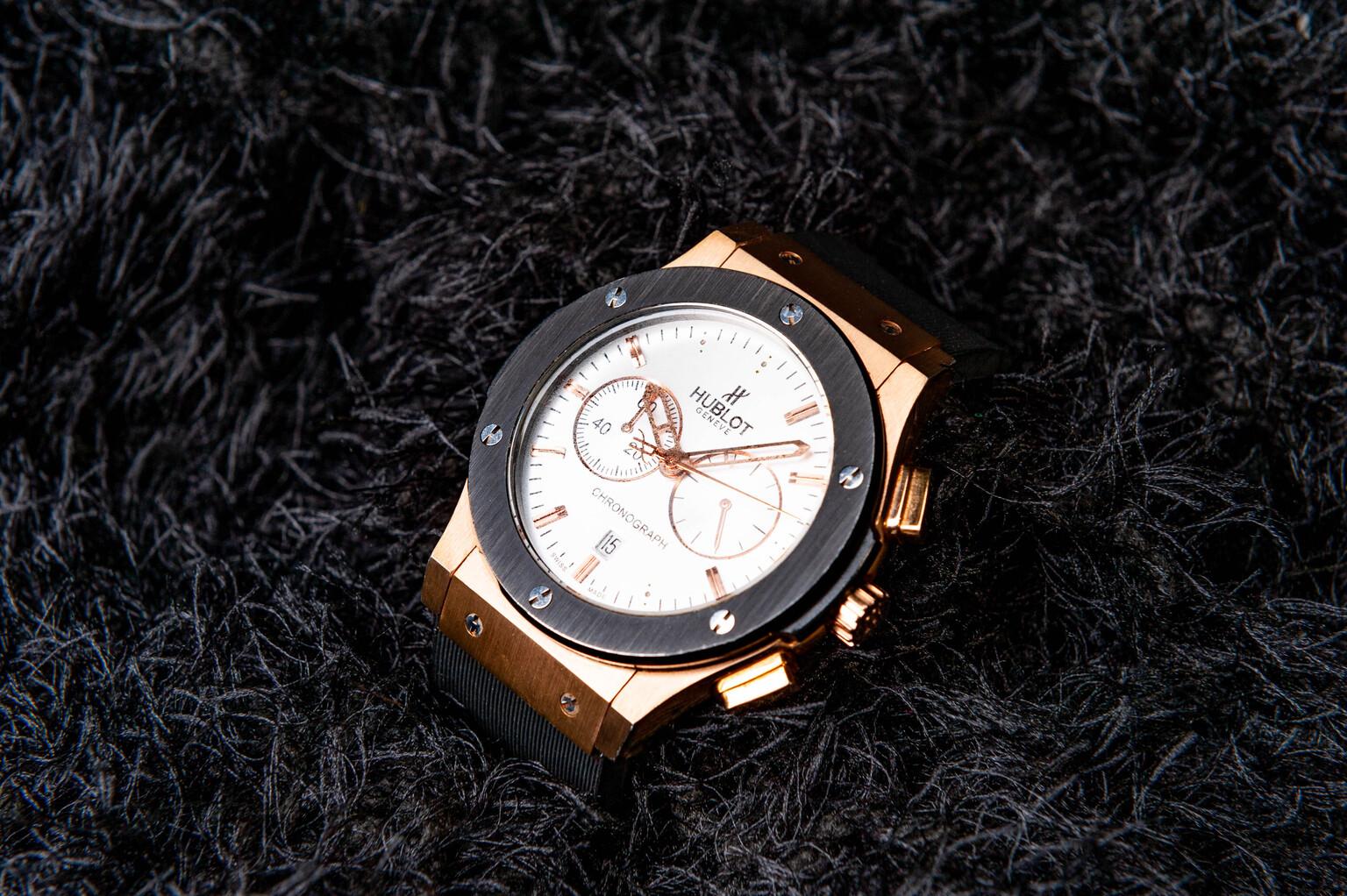 Photography - productfotografie - foto door focuscabrio op 14-04-2021 - locatie: 9220 Hamme, België - deze foto bevat: kijk maar, bruin, analoog horloge, klok, bekijk accessoire, hout, lettertype, cirkel, meetinstrument, modeaccessoire