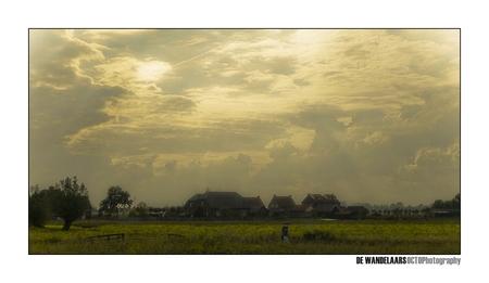 De wandelaars - - - foto door Octo op 28-10-2008 - deze foto bevat: wolken, landschap, wandelaars