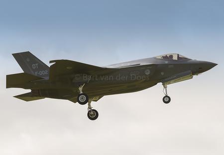 F-35A's - F-002 323 SQN 'OT' - F-35A's - F-002 323 SQN 'OT' - foto door BirdieBarty op 14-07-2017 - deze foto bevat: klu, vliegtuig, landing, nederland, scanner, afterburner, leeuwarden, piloot, volkel, airborne, vliegbasis, luchtmachtdagen, defensie, arrival, usaf, runway, qra, fwit, Frisian Flag, f-35, f35, edwards air base, f-001, f-002, f-35a