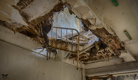 bed door het pafond