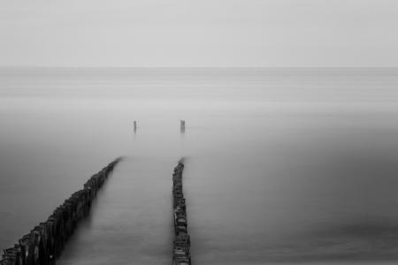 Infinity - Een soortgelijke plaat zat al een tijdje in mijn hoofd de omstandigheden waren wel niet helemaal zoals ze moesten zijn maar ik ben toch zeer tevreden - foto door Jant op 24-07-2013 - deze foto bevat: zee, water, zeeland, sfeer, zoutelande, golfbrekers, JanT, long exposure, lange sluitertijd.palen