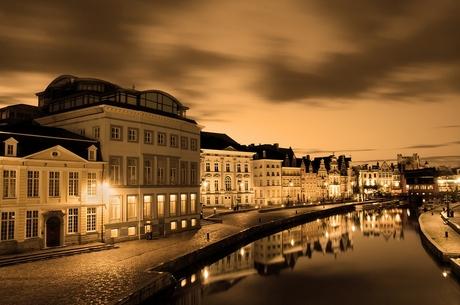 stad in avondlicht