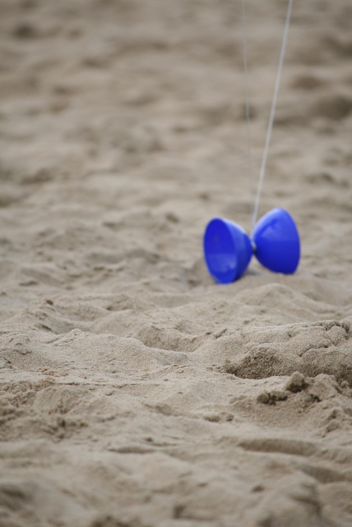 Diabolo - Beach - foto door irenevanweerdenburg op 25-05-2012 - deze foto bevat: beach, sand, diabolo