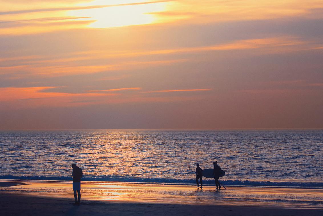 Zonsondergang - Mooie zonsondergang, dat is genieten!  Iedereen bedankt voor de fijne reacties bij mijn vorige opname! - foto door Dodsi op 26-02-2021 - deze foto bevat: wolken, strand, zee, water, natuur, winter, zonsondergang, landschap, scheveningen, zand, kust