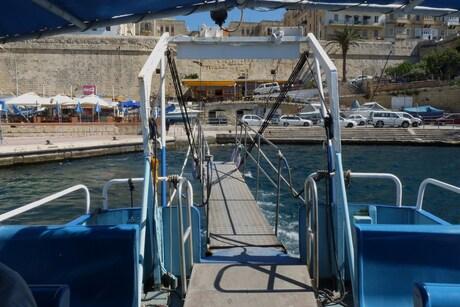 P1210410 MALTA deel3 nr29 THE POINT vertrekt uit Valletta 7 mei 2013