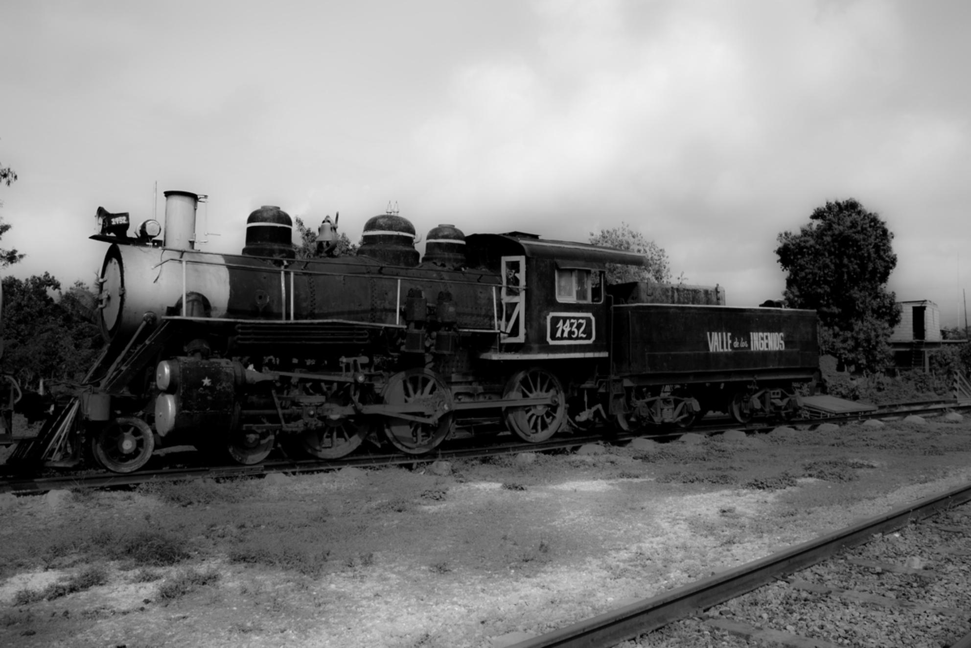 Oude locomotief - Mooie klassieke locomotief. Helaas rijdt ze niet meer. - foto door dontknowyet28 op 15-07-2013 - deze foto bevat: oud, cuba, trein, locomotief, klassiek. - Deze foto mag gebruikt worden in een Zoom.nl publicatie