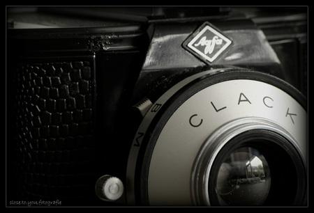 zij en ik waren onafscheidelijk.... - hoi ik ben Clack Agfa,  wat mijn verhaal is.... zal ik je in het kort vertellen, want als ik alles zou moeten vertellen, moet ik veel meer dan 50 ja - foto door close.to.yoU.fotografie op 21-06-2013 - deze foto bevat: oma, camera