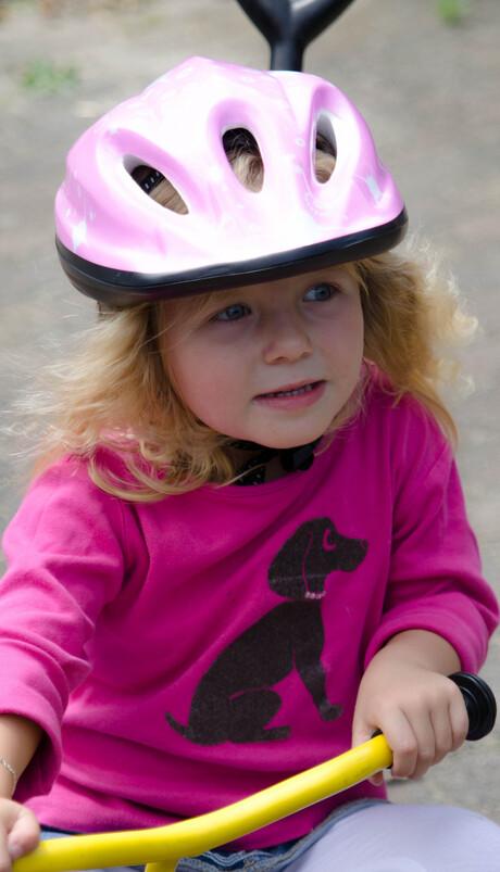Zusje op fiets