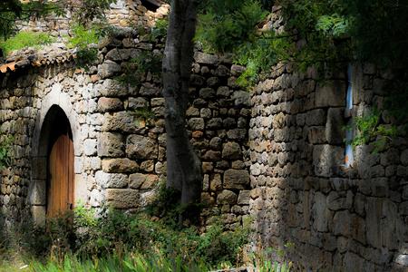 The stone house - The stone house - foto door denniseilander op 22-10-2013 - deze foto bevat: house, canon, tree, eos, stone, grass, lightroom, 1100D, lightroom5