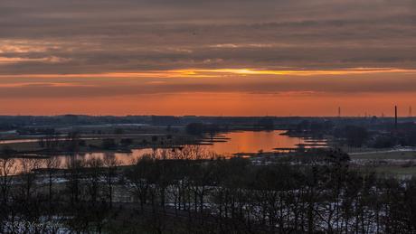 zonsondergang boven de Rijn
