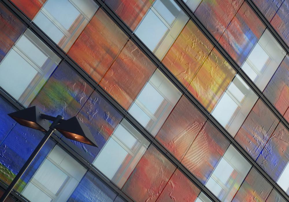 B&G 10 - Een stukje van de buitenkant van Beeld & Geluid in Hilversum - foto door ekeren op 22-11-2012 - deze foto bevat: kleur, gebouw, lantaarn, beeld & geluid