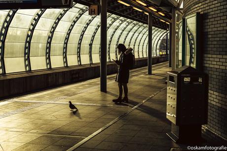 Samen wachten op de trein