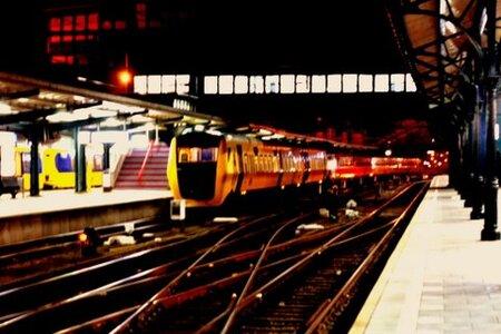 station groningen - even iemand naar de trein brengen en de camera mee. - foto door weikje op 30-10-2009 - deze foto bevat: station, avond