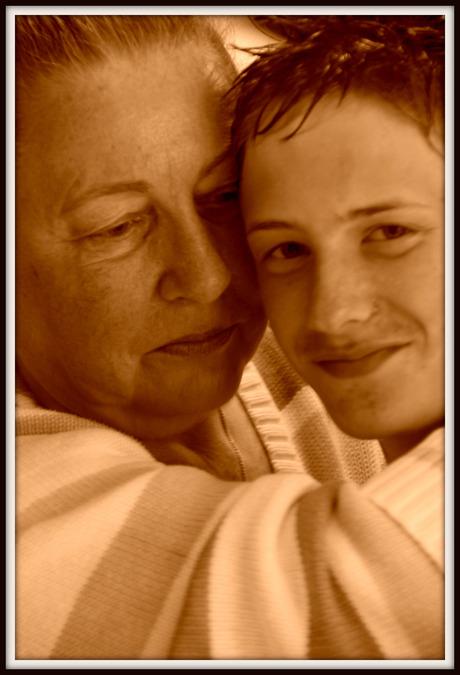 Oma trots op kleinzoon