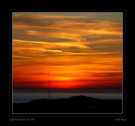 Kijkduin 08-02-08 - Dit was vandaag rond 18.00 uur het uitzicht vanuit he raam bij m,n schoonmoeder (kijkduin). Wilde ik toch even laten zien. - foto door hanslevendig op 08-02-2008 - deze foto bevat: landschap, zonsondergang, kijkduin, schoonmoeder