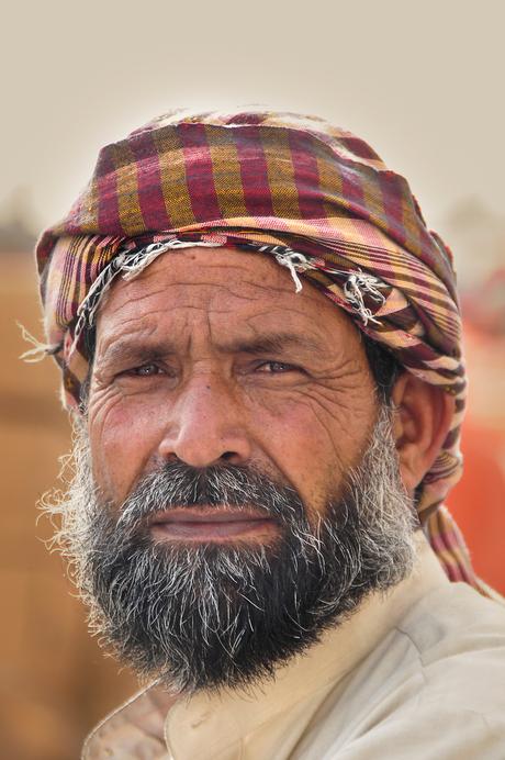 Man op straat in Dubai