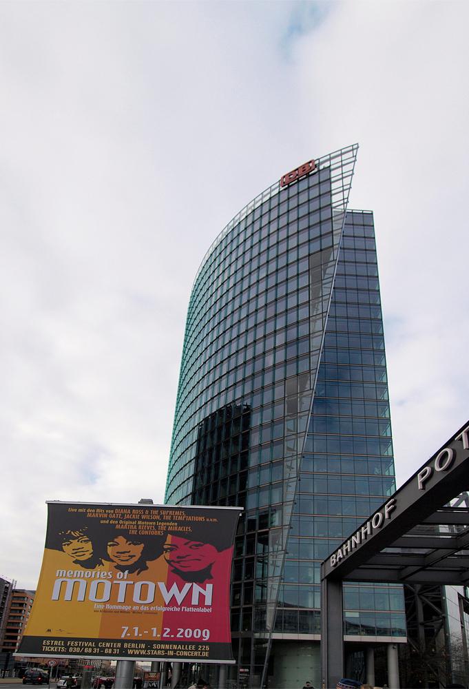 DB - Heb de adviezen van Thieu en Nico toegepast en kijk er nu lekkerder naar....maar blijf het toch moeilijk vinden om zo'n gebouw met een 11-22 groothoe - foto door ekeren op 18-02-2009 - deze foto bevat: potsdamerplatz, motown, deutsche, bundesbahn