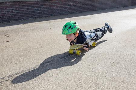 skateboard - - - foto door annaseb op 26-02-2021 - deze foto bevat: schaduw, straatfotografie