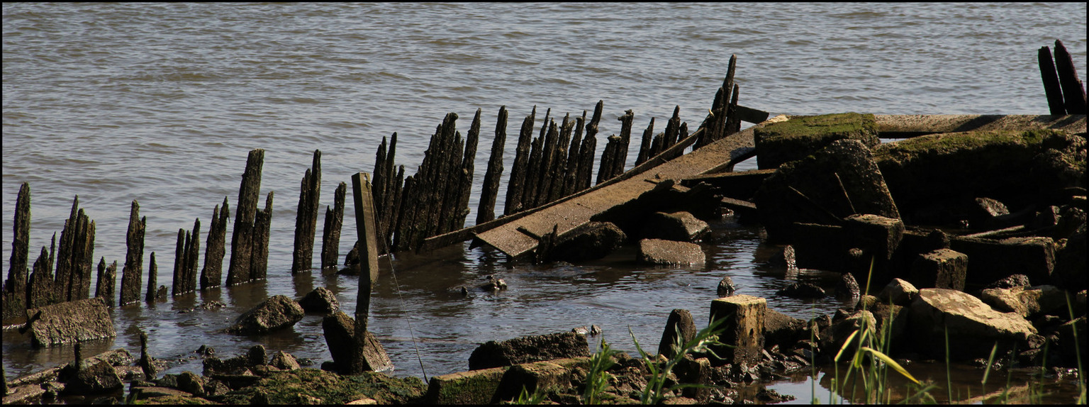 De Noord. - Rivier De Noord, oude beschoeiing. - foto door Anne_Timmermans op 03-06-2010 - deze foto bevat: rivier, De Noord, Beschoeiing.