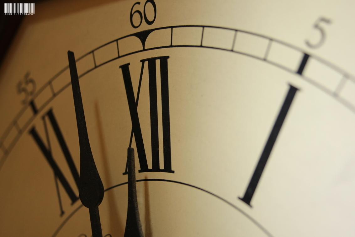 Twee voor twaalf - - - foto door susannekim op 18-07-2020 - deze foto bevat: tijd, klok, wijzers, macrofotografie