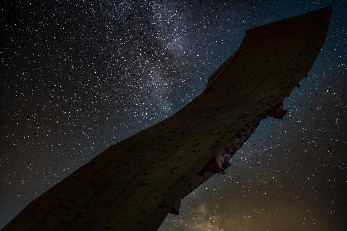 Ranking the Stars - Nog één keer een foto met wat fantasie :-) - foto door corvee1r op 04-03-2021 - deze foto bevat: lucht, abstract, lijnen, architectuur, fantasie, gebouw, perspectief, groningen, sterren, melkweg, corvee1r