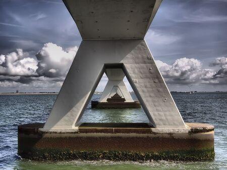 Doorkijk Zeelandbrug - Vanaf de boot deze doorkijk kunnen maken. Wat een machtig bouwwerk. - foto door fer68 op 09-01-2018