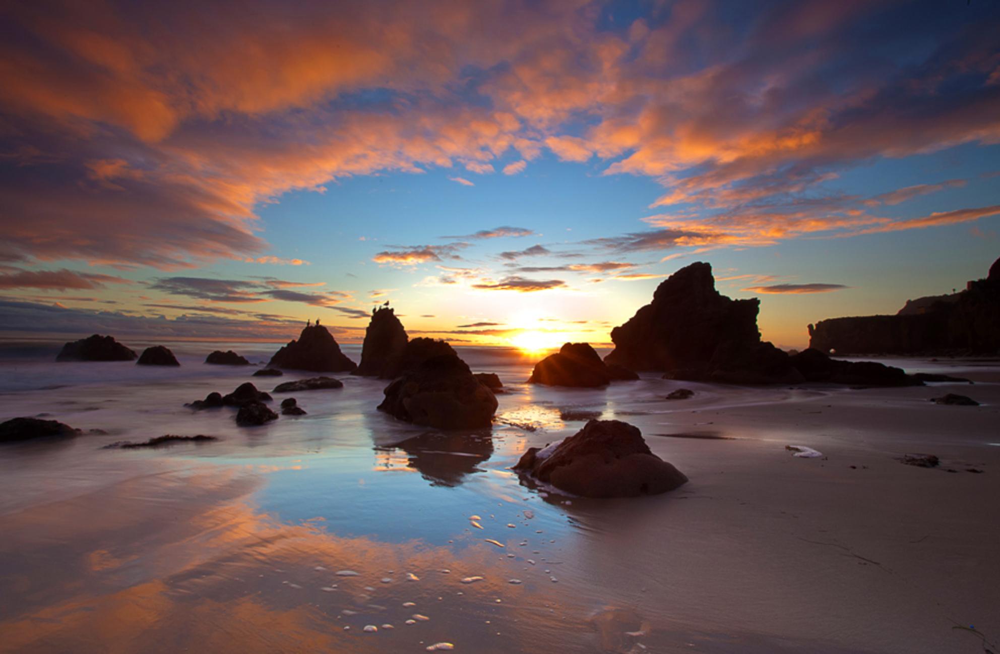 Californian Sunset - Zonsondergang in Malibu, Californië. Gemaakt met een Lee GND 0.9 filter en een Singh ray reverse GND filter. - foto door elusive op 26-12-2010 - deze foto bevat: strand, reizen, canon, kust, californie, california, malibu, jorinde van ringen, el matador, jinna van ringen