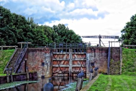 Daar bij die sluis....HDR - Sluis bij Weerselo (twente) - foto door Sunjohan op 28-02-2009 - deze foto bevat: natuur, sluis, deuren, hdr