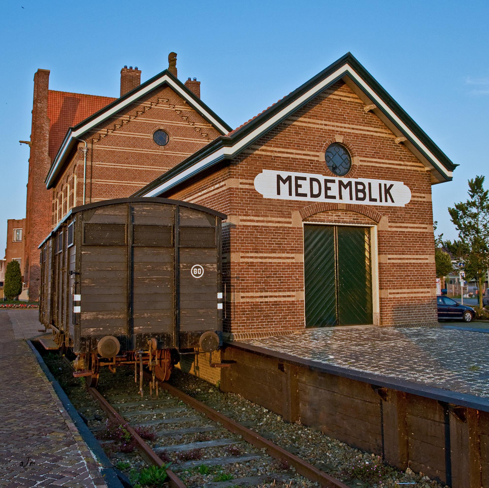 Medemblik 12 - Station Medemblik. Tegenwoordig wordt dit gebruikt voor de toeristische route Hoorn- Medemblik per Stoomtram. Deze foto is de laatste in de serie Me - foto door manteau op 09-07-2009 - deze foto bevat: station, medemblik, wagon