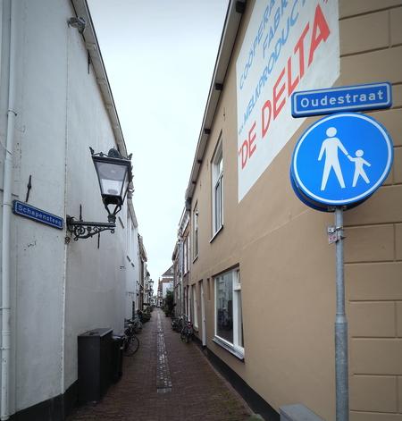 Oude Straatjes - In Kampen - foto door pietsnoeier op 05-04-2021 - deze foto bevat: architectuur, kampen, straatfotografie, reisfotografie, oudestraatjes
