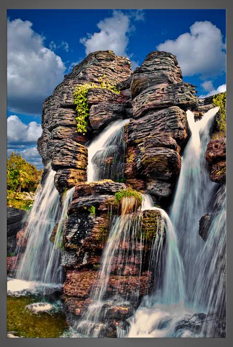 Rock of aqua