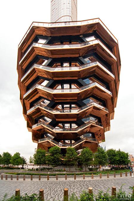 The Vessel - The Vessel in New York is echt het bezoeken waard. - foto door Vivo op 22-12-2019 - deze foto bevat: mensen, architectuur, amerika, straatfotografie, toerisme, reisfotografie, vessel, New York
