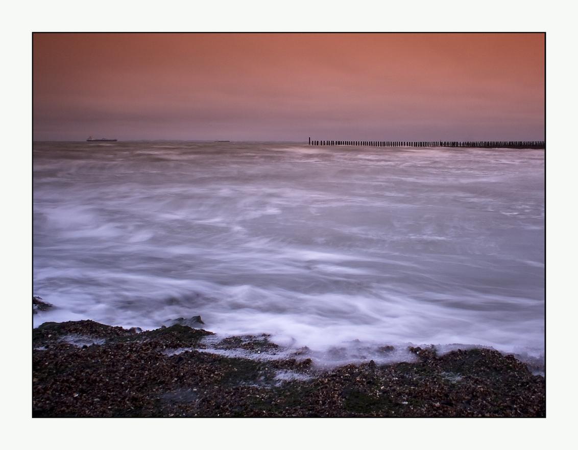 traag - Het vertragende effect van een grijsfilter in actie. - foto door dikken op 11-03-2010 - deze foto bevat: cadzand, noordzee, filter, strandpalen, zeeuws-vlaanderen