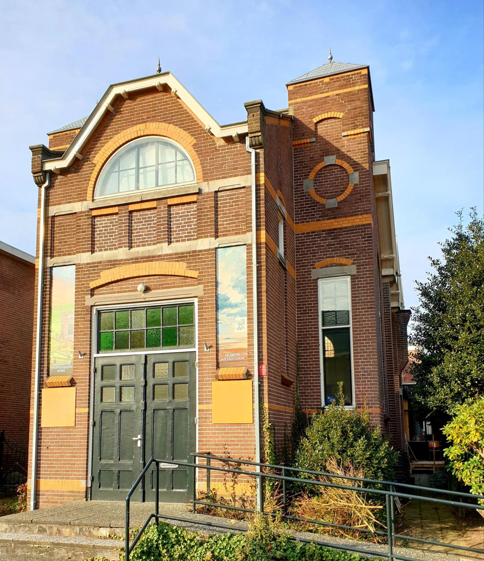 Museum loos - De voormalige Doopsgezinde kerk is nu een museum  in Assen  gr Bets - foto door cgfwg op 02-03-2021 - deze foto bevat: oud, architectuur, kerk, museum - Deze foto mag gebruikt worden in een Zoom.nl publicatie