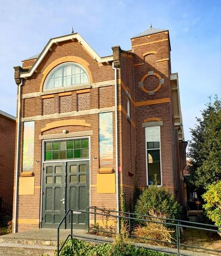 Museum loos - De voormalige Doopsgezinde kerk is nu een museum  in Assen  gr Bets - foto door cgfwg op 02-03-2021 - deze foto bevat: oud, architectuur, kerk, museum