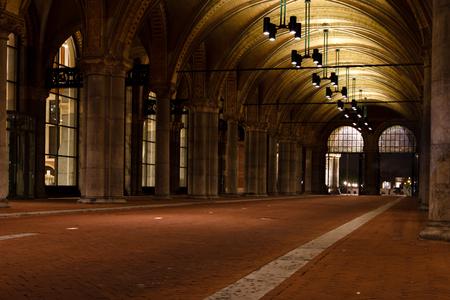 Fietstunnel Rijksmuseum Amsterdam - Fietstunnel onder het Rijksmuseum gefotografeerd op een zomeravond - foto door Pollewopje op 03-07-2013 - deze foto bevat: amsterdam, rijksmuseum, fietstunnel
