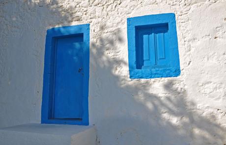 Blauwe deur en raam