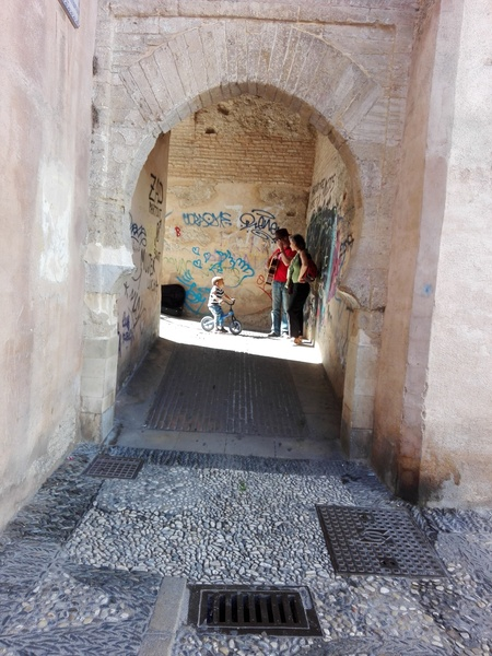 onderonsje met gitarist - onderonsje met Spaanse gitarist in Granada - foto door teo406ute op 12-07-2018 - deze foto bevat: onderonsje