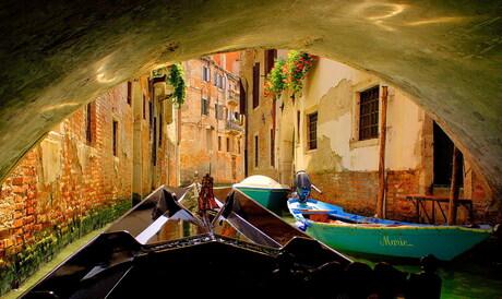 Onder ee brug in Venetie
