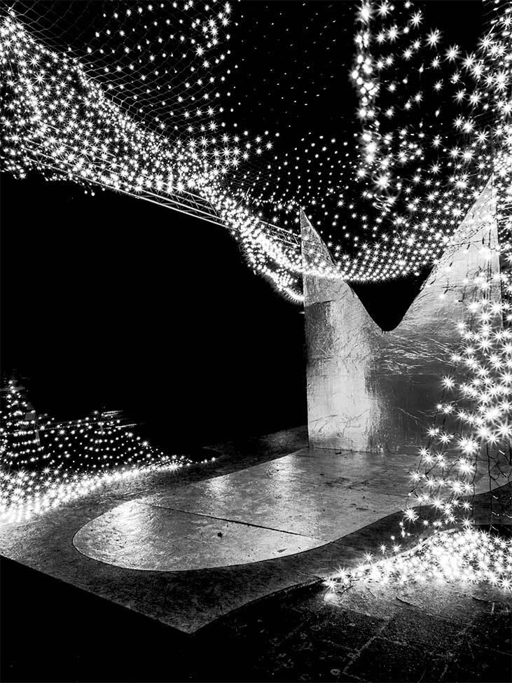 Lichtjes in zwart wit - In zwart wit vond ik ook heel veel hebben. Onderdeel van het licht festival in Amsterdam - foto door n.marin op 23-12-2013 - deze foto bevat: amsterdam, zwart wit, nacht fotografie