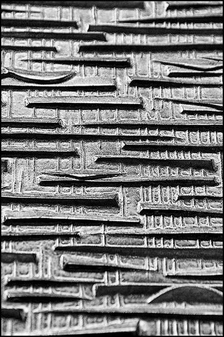 ddw 14 - Dit fraaie landschap zat verwerkt in een fraai rubberen zitmeubel. Afhankelijk van je standpunt werd deze structuur sterker. Dus je snapt dat ik even - foto door mphvanhoof_zoom op 02-01-2014 - deze foto bevat: structuur, lichtval, schaduw, kunst, eindhoven, art, vormgeving, design, grillig, oppervlakte, ontwerpen, zwart wit, ontwerpers, dutch design week, zitmeubel, industrieel ontwerp