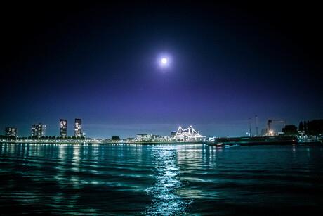 Moon over SSRotterdam