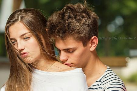 Teder - - - foto door Etsie op 27-06-2017 - deze foto bevat: vrouw, mensen, licht, portret, schaduw, model, liefde, daglicht, flits, canon, ogen, haar, meisje, jongen, lief, beauty, emotie, glamour, verliefd, photoshop, moment, softbox, zacht, mode, fotoshoot, teder, romantisch, visagie, flitser, schouder, hss, strobist, octabox, 135mm, highspeedsunc