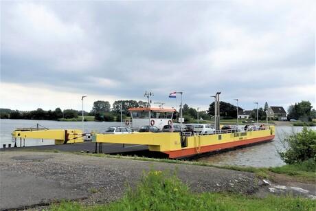 P1120004 Veerpont Amerongen volle bak 27 juni 2020